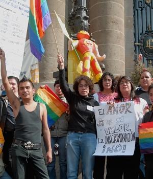 Matrimonio entre personas del mismo sexo... Opiniones... Lesbianas-y-homosexuales-se-manifiestan-mexico