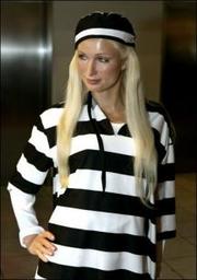 Vestir a  Paris Hilton Presa