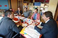 Foto del encuentro de PSOE y colectivos GLTB Castilla-León